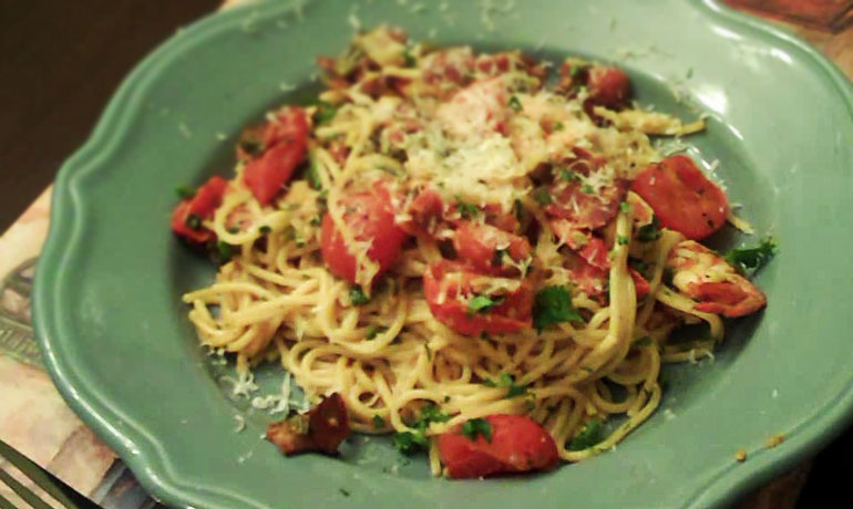 Spaghetti With Shrimp And Bacon Recipe — Dishmaps